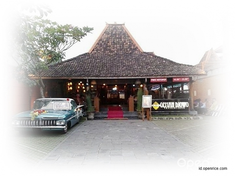 Classic Cars And Traditional Culinary